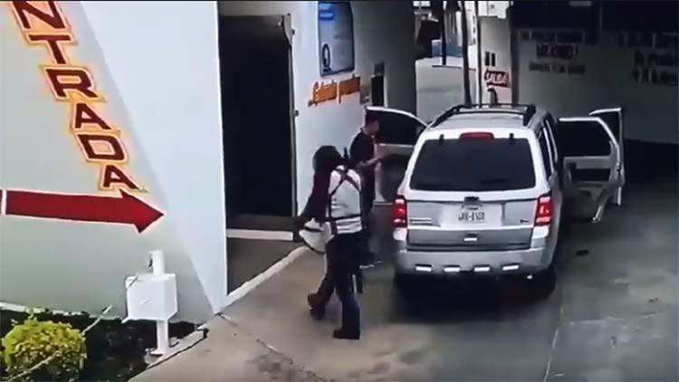 VIDEO: CAPTAN EL MOMENTO EN QUE SICARIOS ASALTAN CASA DE CAMBIO EN REYNOSA