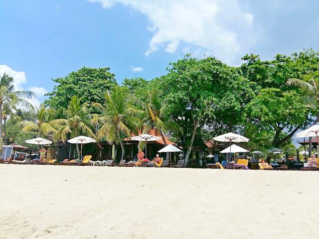Лучший  пляж в сануре. Besakih Beach Hotel