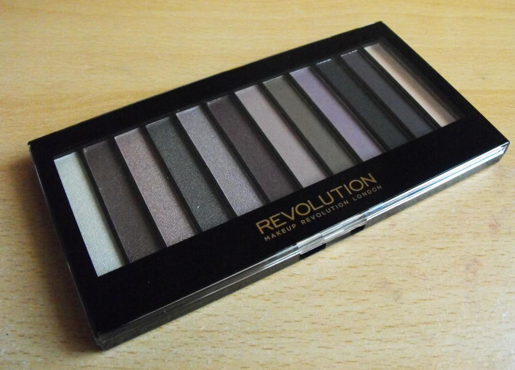 Make Up Revolution Redemption Palette in Romantic Smoked