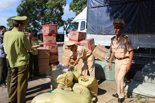xe tải chở hàng Trung Quốc lậu bị bắt
