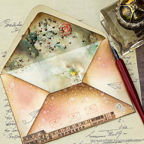 Layers of ink - Altered Envelopes Tutorial by Anna-Karin Evaldsson with Sizzix Katelyn Lizardi Envelope Liners