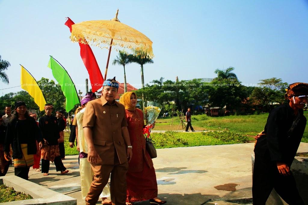 Penyambutan Walikota Tasikmalaya beserta Ibu Walikota oleh Tim Kesenian