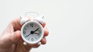 En las traducciones de portugués, ¿cómo se abrevian las horas y minutos?