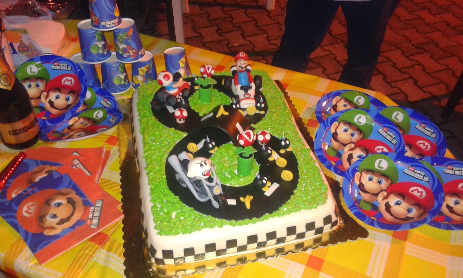 art sugar crystals torta super mario kart pdz. Black Bedroom Furniture Sets. Home Design Ideas