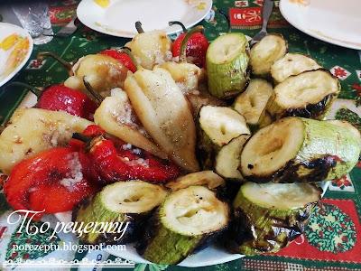Cалатный перец, кабачки и баклажаны, поджаренные на гриле