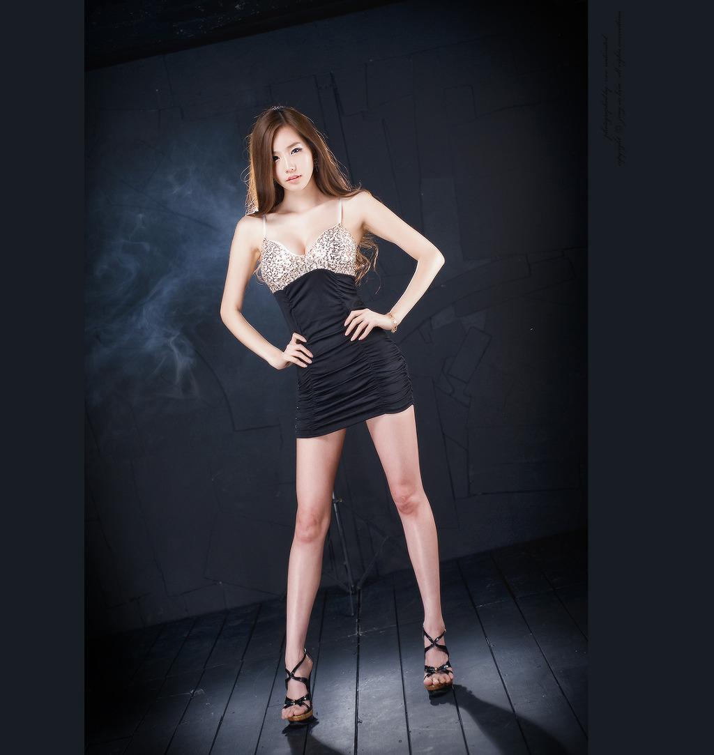 xxx nude girls: Lee Ji Min in Black