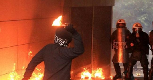 Πυροβολισμοί στο κέντρο της Αθήνας: Αστυνομικός άνοιξε πυρ για να διαφύγει από κουκουλοφόρους