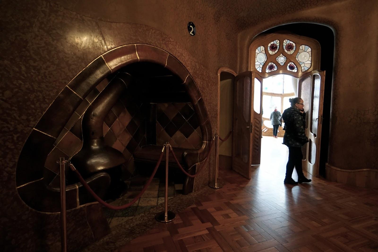 カサ・バトリョ(Casa Batlló) 2階 キノコ型の暖炉