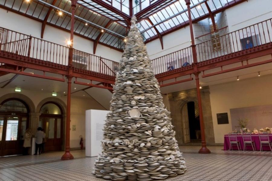 A segunda maior árvore de Natal de porcelana do mundo situa-se no Porto