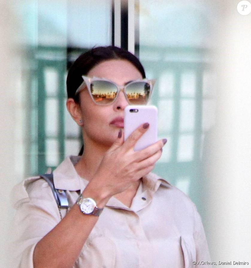 02bece58436cc Clique aqui para conhecer esse modelo de óculos que custa R  1800 e também  saber mais sobre a personagem da Juliana Paes no site Pure People.