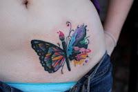 increible tatuaje de mariposa