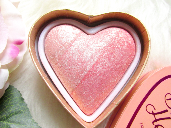 I Heart Makeup Blushing Hearts Triple Baked Blusher - Peachy Pink Kisses - Makeup Revolution