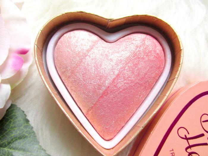 I Heart Makeup Blushing Hearts Triple Baked Blusher - Peachy Pink Kisses - Makeup Revolution