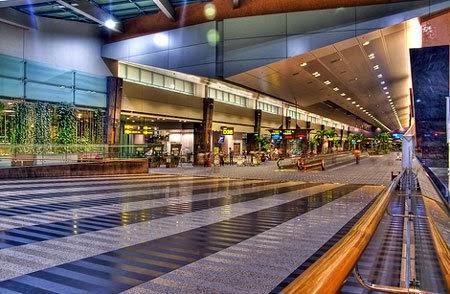 Adapun keuntungan berpredikat sebagai bandara terbaik di dunia seperti yang  diraih Bandara Changi berturut-turut itu 5cd7b5f9cf