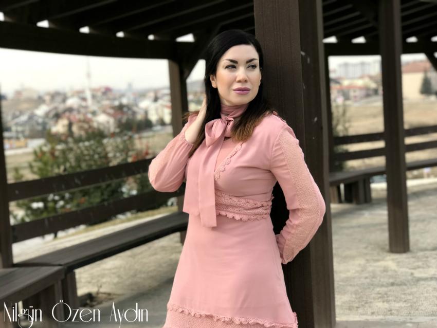 alışveriş-Pudra Rengi Elbise-Siyah Süet Çizmeler-Esra Erol-moda blogu-fashion blogger