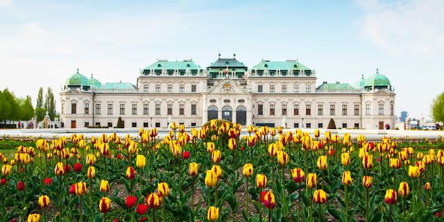 Passear pelo Palácio de Schonbrunn em Viena