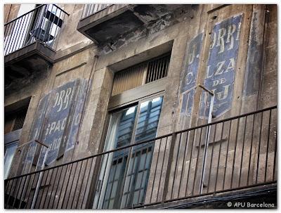 Apu barcelona veodigital barcelona los muros y paredes - Casas zapateria barcelona ...