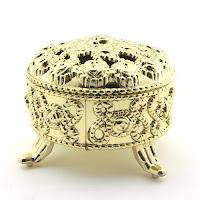 altın rengi antik nikah şekeri kutusu