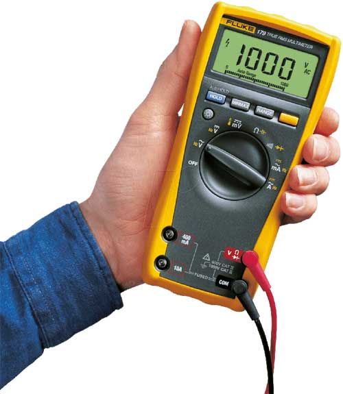 Instalaciones eléctricas residenciales - Medición de voltaje con multímetro