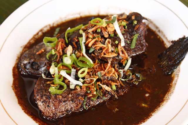 Wisata Kuliner Karawang Ikan Gabus Bumbu Pucung