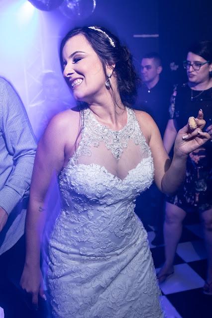 noiva dançando na boate do Lupercius Buffet