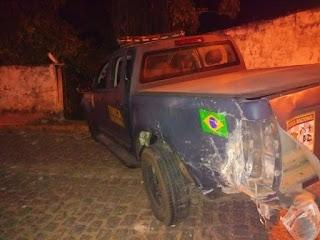 Caminhonete da Força Nacional derruba muro de casa durante perseguição no litoral potiguar
