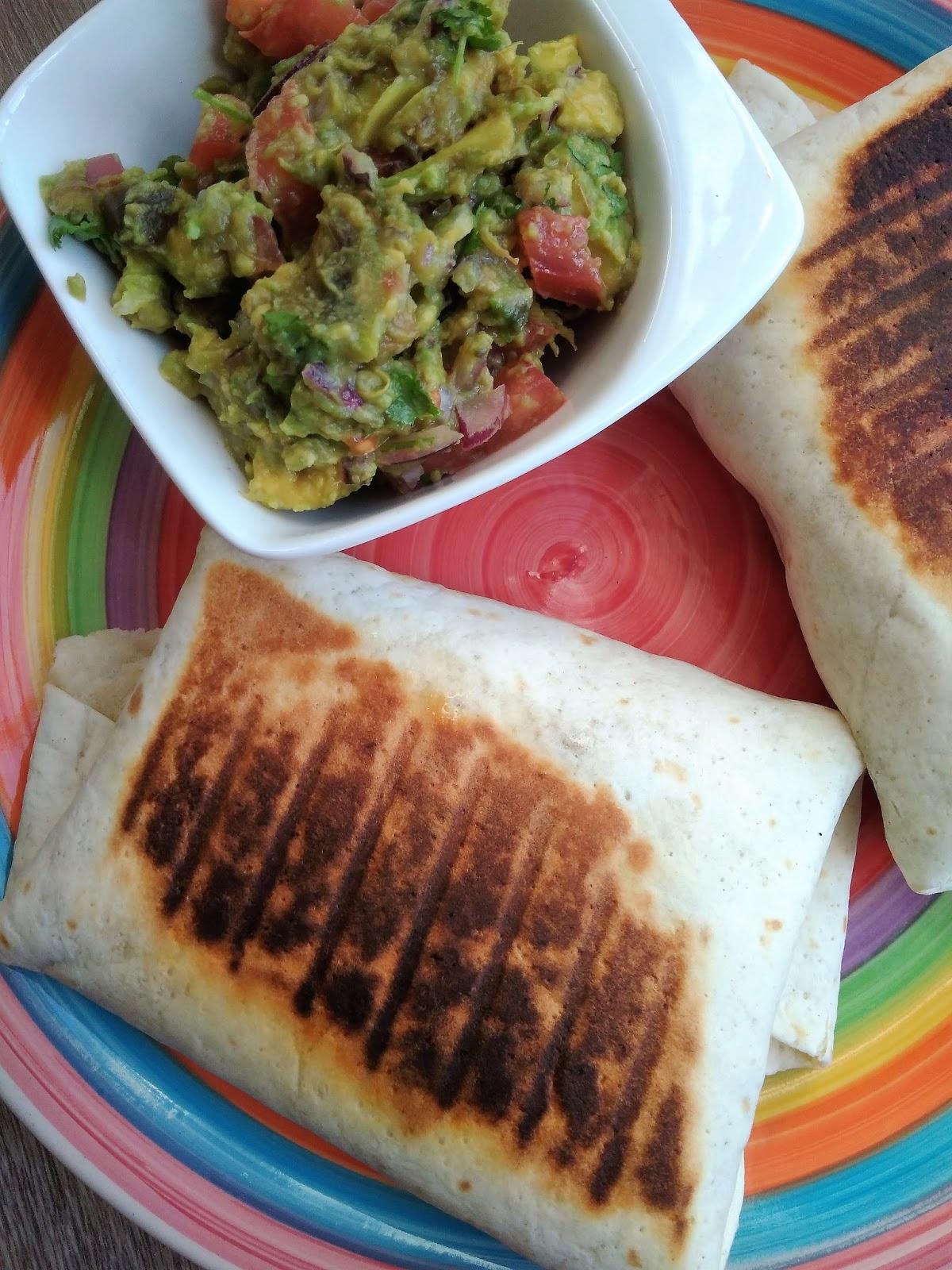 Burrito ze smażoną wołowiną, frijoles i ryżem