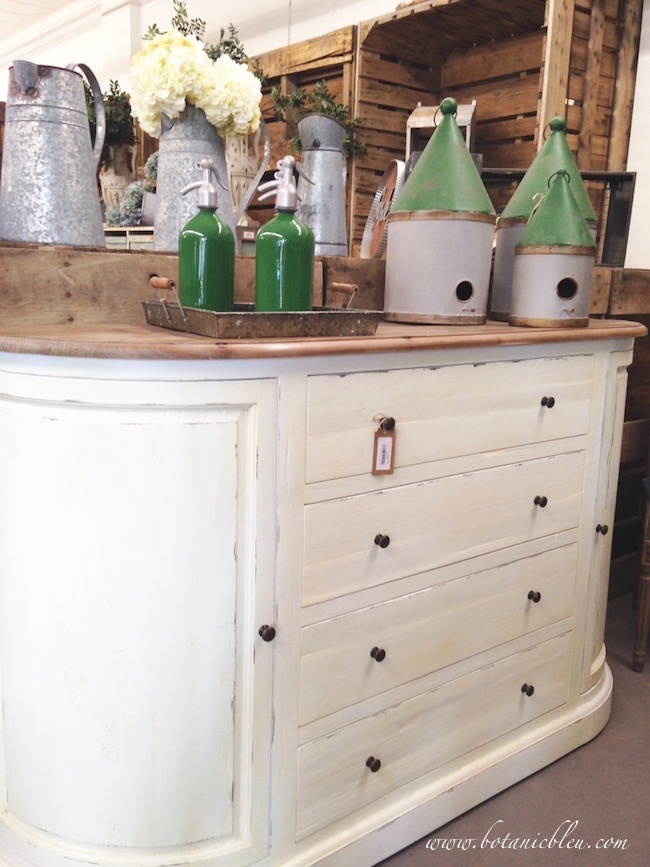 white-base-wood-top-buffet-rounded-corners