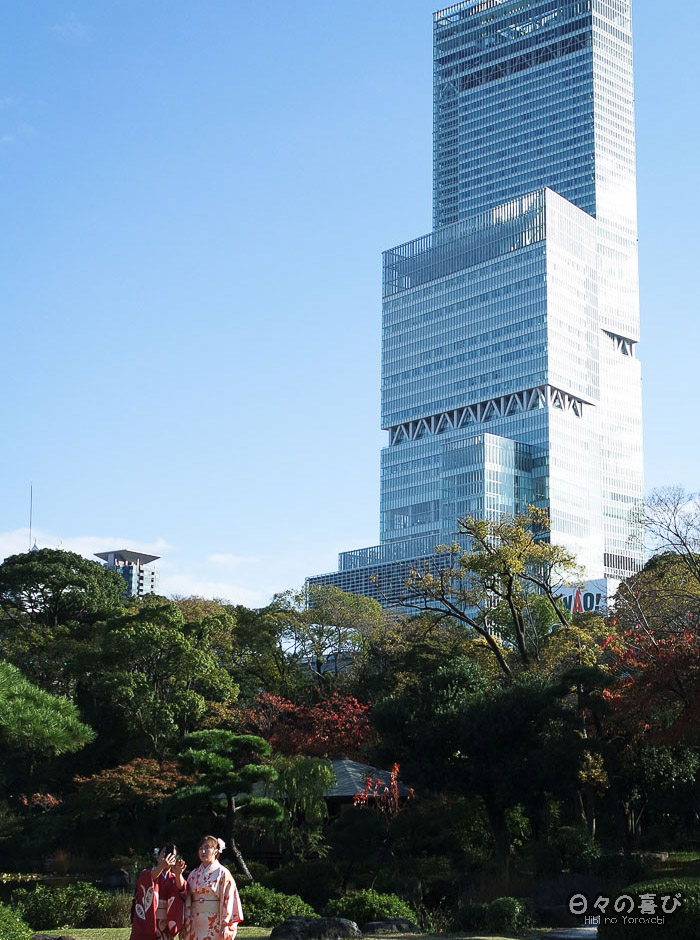 Buildings d'Osaka depuis le jardin Keitaku-en, Tennôji, Osaka