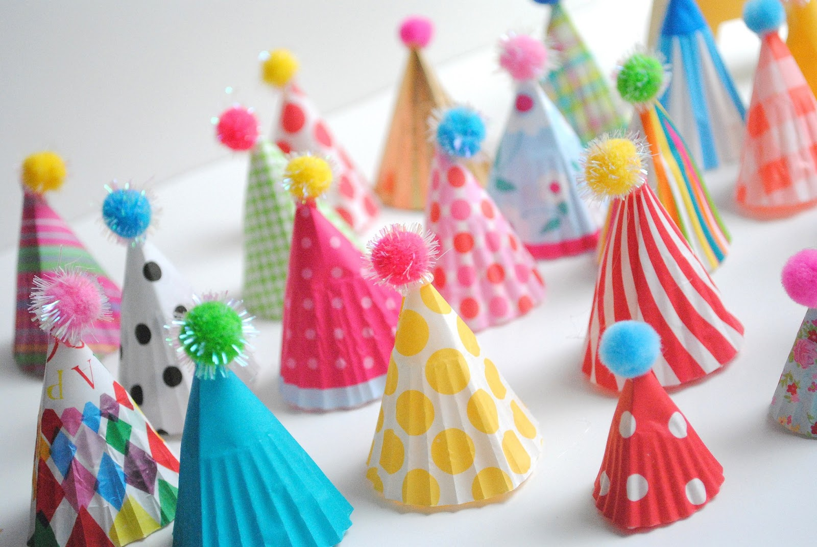 pretty cool life.: party diy: party hat cupcake toppers