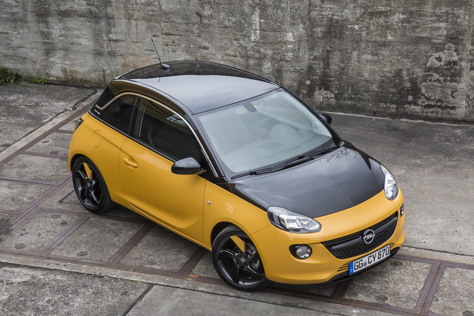opel adam black jack does its best bumblebee impression. Black Bedroom Furniture Sets. Home Design Ideas