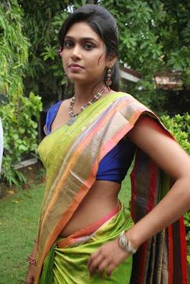 actress Manisha Yadev rare sexy navel images