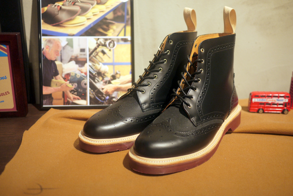 Культовые ботинки Dr.Martens - Stone Forest
