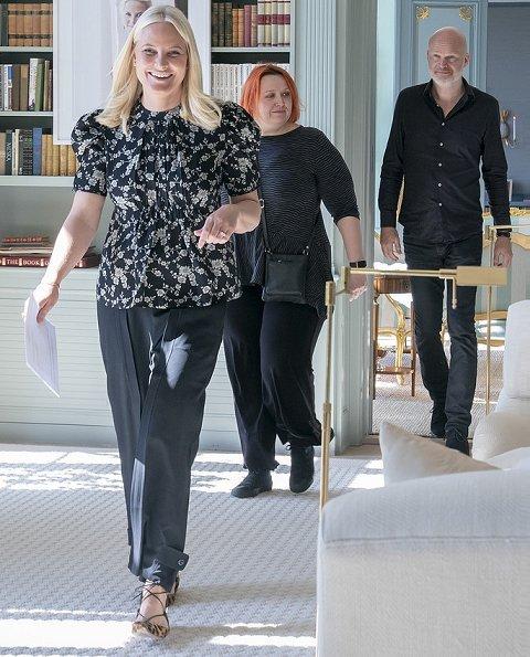 Crown Princess Mette-Marit invited the authors Siri Pettersen and Arne Svingen