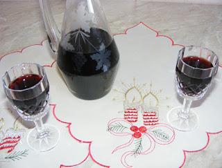 afinata, aperitiv, bauturi femei, lichior de casa, bautura dulce, afinata de casa,