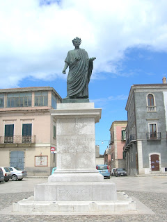Venosa has a statue of Horace in its main square