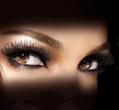 بالفيديو: تعلمي كيف ترسمين اجمل عيون