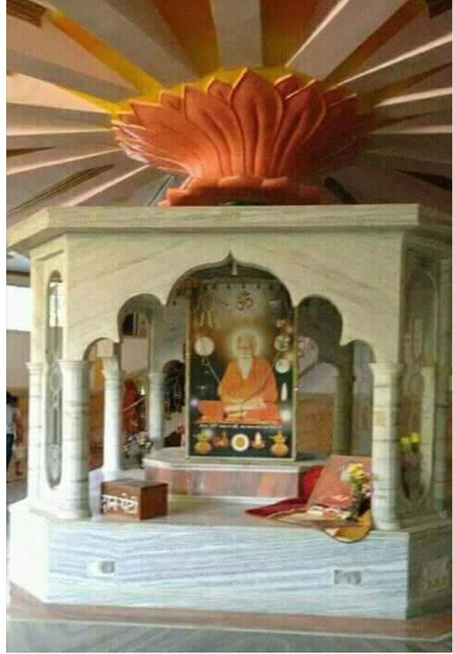 मंदिर में विराजित गुरुदेव