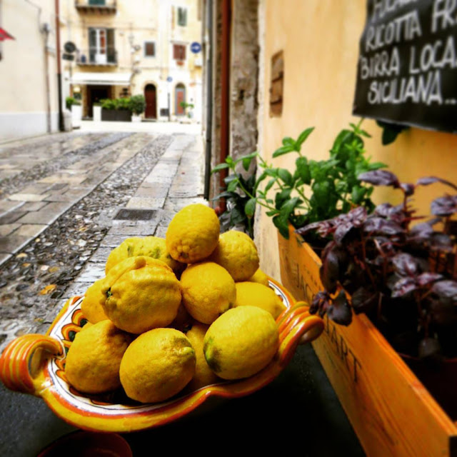 Sicilian Food - bowl of lemons in Monreale