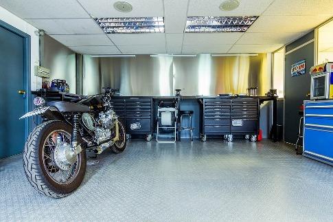 pixabay.com/en/motorcycle-motorbike-garage-2619494
