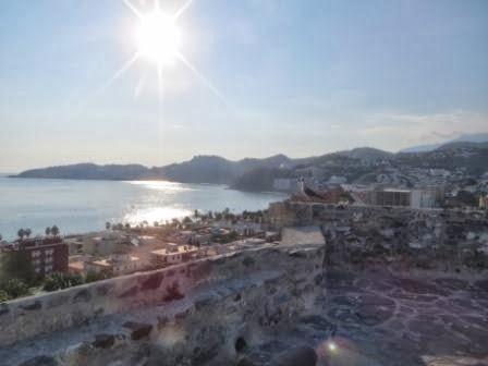 Urlaub mit Baby - Blick auf die Stadt Malaga beim Familienurlaub