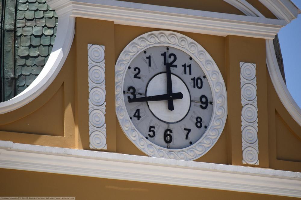 la-paz-anti-clock-1