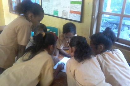 "Contoh Latar Belakang PTK : ""Penerapan Pendekatan Pendidikan Matematika Realistik Indonesia (PMRI) untuk Meningkatkan Hasil Belajar peserta didik pada Pokok Bahasan Bilangan Pecahan di Kelas V SDI X Kecamatan X  Kabupaten X"