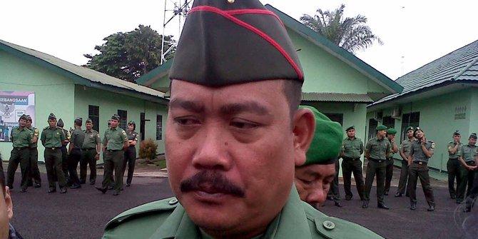 Anggota TNI Ini Selamatkan Polantas yang Dikeroyok Anak Punk