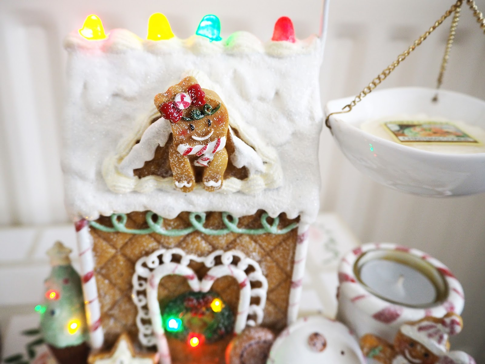 My Christmas Yankee Candles Gingerbread Melt Warmer | Katie Kirk Loves