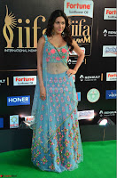 Amyra Dastur in Flower Print Choli Transparent Chunni at IIFA Utsavam Awards 14.JPG