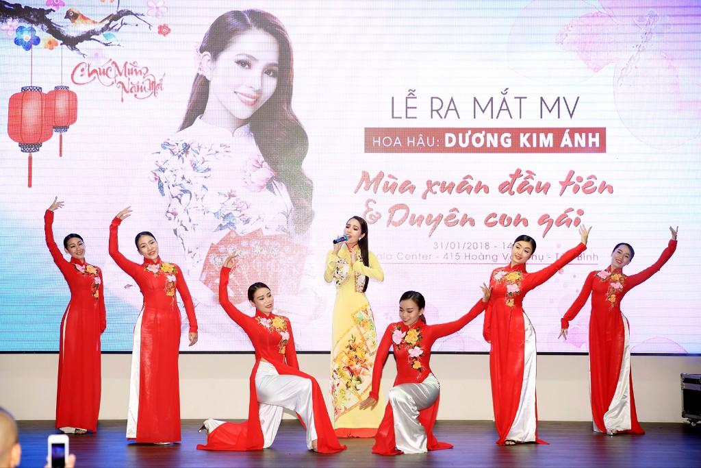 """""""Nàng Xuân"""" Dương Kim Ánh rạng rỡ ra mắt MV Tết mới"""