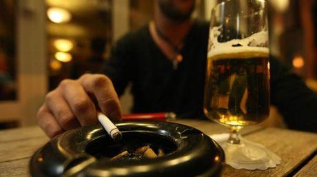 Fumar y beber empeora la resaca