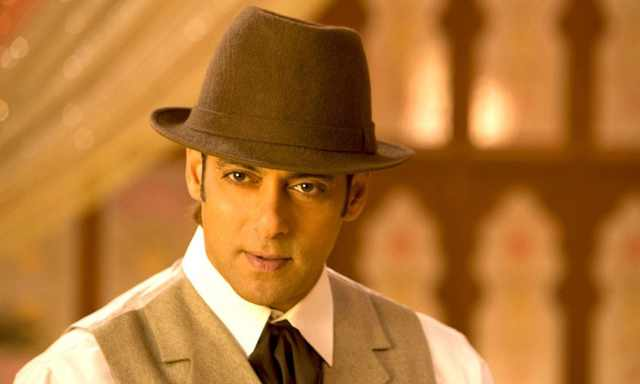 Salman Khan kicked out his fan's cellphone
