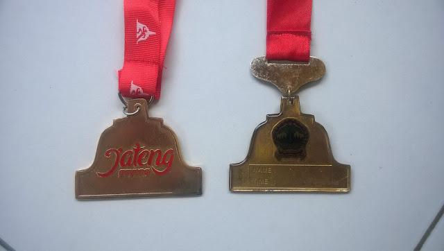 Medali tahun 2015 dan 2014 tampak belakang